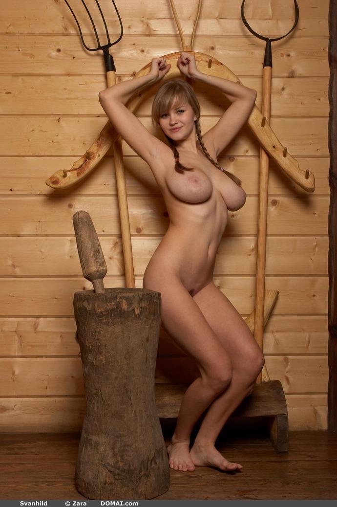 krestyanki-sosut-golie