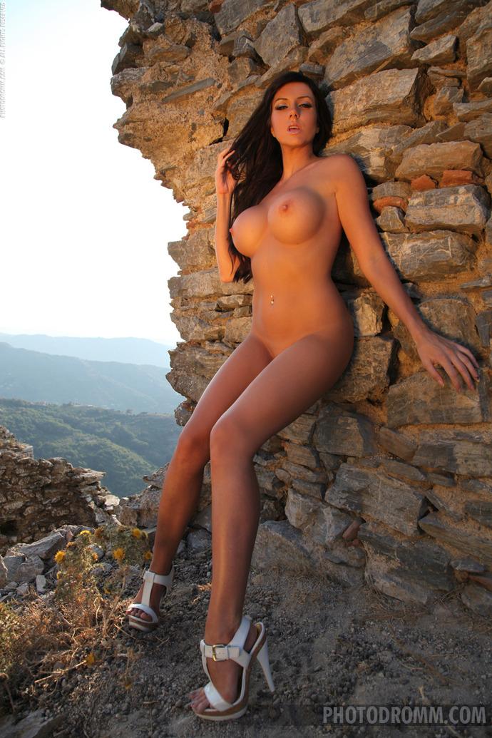 Фото голых больших упругих сисек