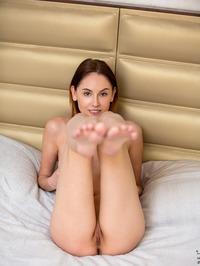Sade Mare - Sexy Teen Legs Pics 02