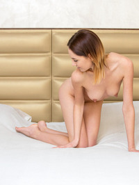 Sade Mare - Sexy Teen Legs Pics 13