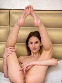 Sade Mare - Sexy Teen Legs Pics 17