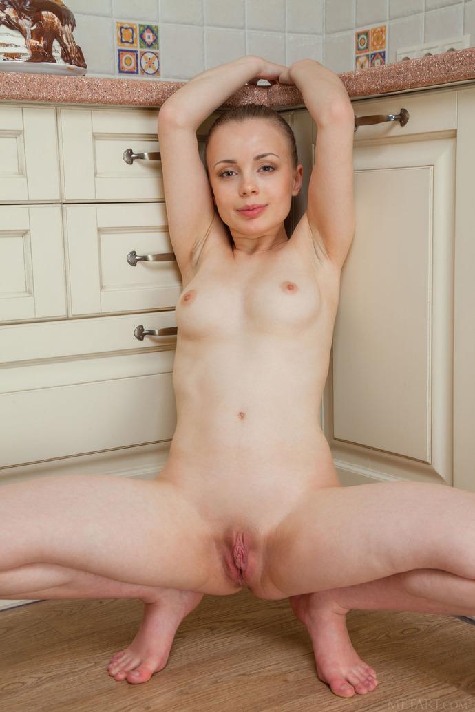 Ten age girl nude — photo 6